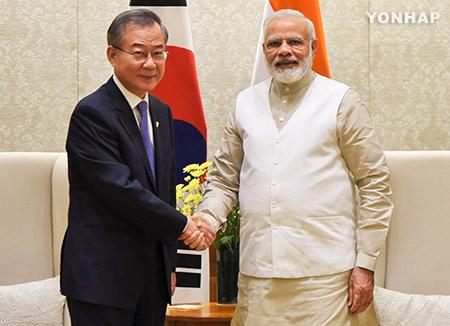 المبعوث الرئاسي للهند يبلغ رغبة رئيس الوزراء الهندي بعقد قمة مع مون