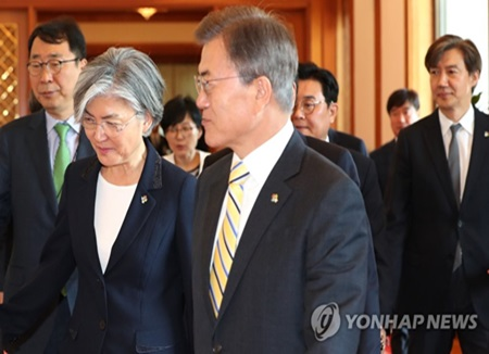 Оппозиция протестует против назначения Кан Гён Хва на пост главы МИД РК