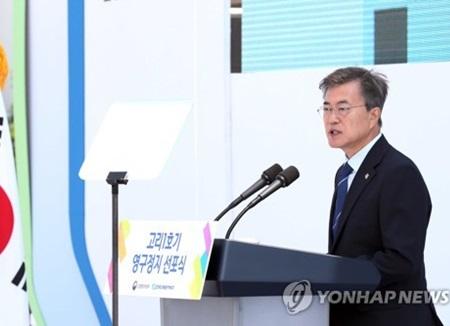 """문 대통령, 탈핵 시대 선언···""""신규 원전 전면 백지화"""""""