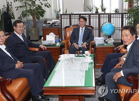 국토위 전체회의 또 무산…21일 김현미 보고서 채택 재시도