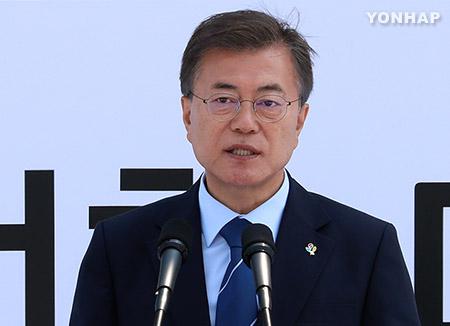 """문 대통령, 고 웜비어 유족에 조전…""""북한 인권 존중 않은 것 개탄"""""""