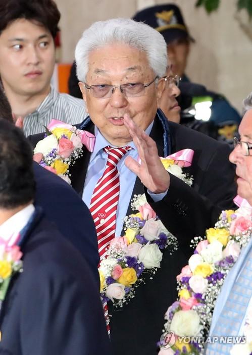 「平昌五輪の韓国提案持ち帰る」  北韓の張雄IOC委員