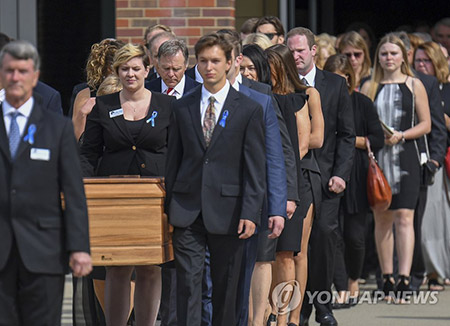 Mehrere tausend Teilnehmer bei Trauerfeier für Warmbier