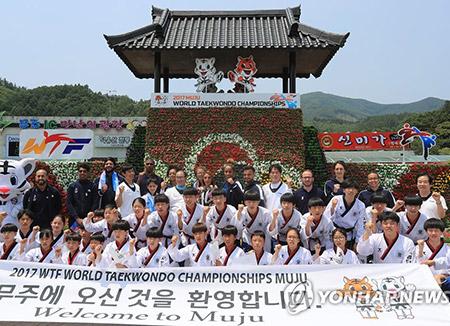 Nordkoreas Taekwondo-Demonstrationsteam kommt nach Südkorea