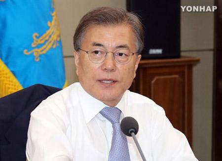 문 대통령 첫 국무회의…'정당후원회 부활' 공포안 의결
