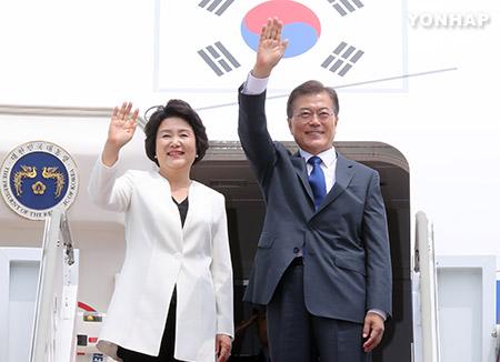 الرئيس مون يغادر كوريا متوجها إلى واشنطن