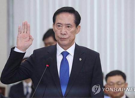 S. Korean Defense Minister Visits Panmunjeom, Frontline Unit