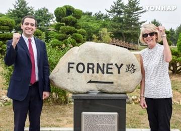 Descendants of American War Hero Visit S. Korea