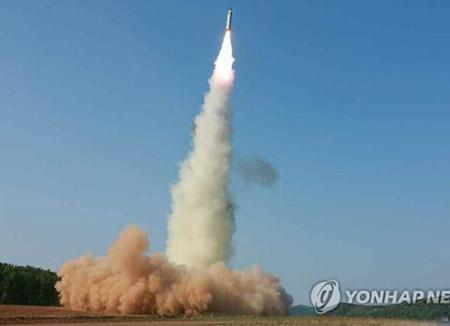 北韩向东海海域发射2枚弹道导弹