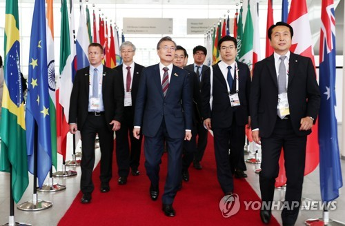 Moon to Hold Talks with Putin Next Month