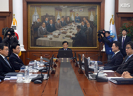 韓銀 政策金利は据え置き、成長率見通しは上方修正