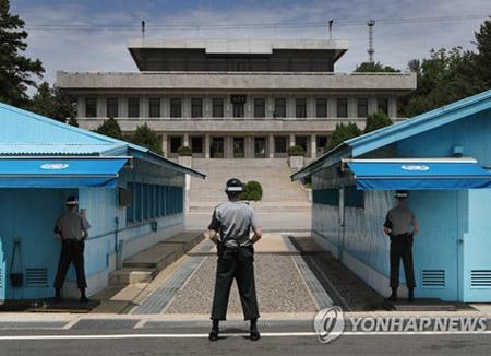 Сеул предложил Пхеньяну провести переговоры по линии военных ведомств и Обществ Красного Креста