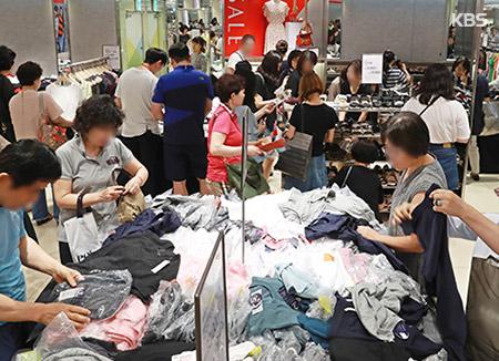 장마에도 백화점 여름세일 매출 1∼4% 증가…대형가전 판매 급증