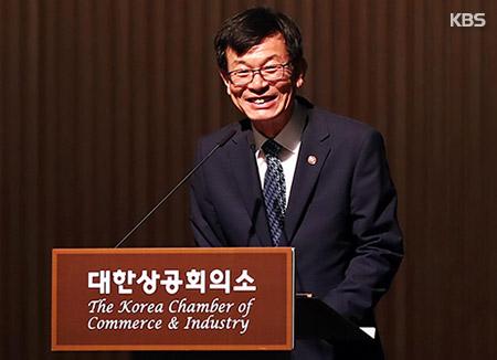 """김상조 """"최저임금 정부보전엔 한계…마중물 차원"""""""