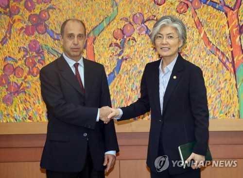 Foreign Minister Kang Meets UN Rapporteur on N. Korean Human Rights