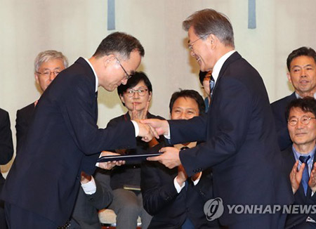 President Moon Orders Prosecutor General to Advance Reforms