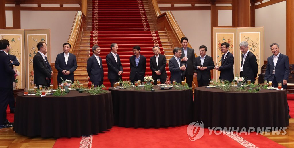 President Moon Holds Cocktail Meeting with Business Leaders