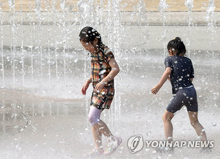 猛暑で熱中症患者増加 外出ひかえ水分補給を