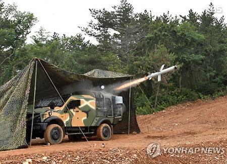 군, 서해 최전방 사격훈련…북한 해안포 잡는 '스파이크' 발사