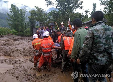 중국 쓰촨성 강진···사상자 속출