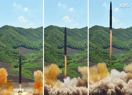 """NYT """"북한 위협, 한·일 '더 강력한 무기' 배치 자극"""""""
