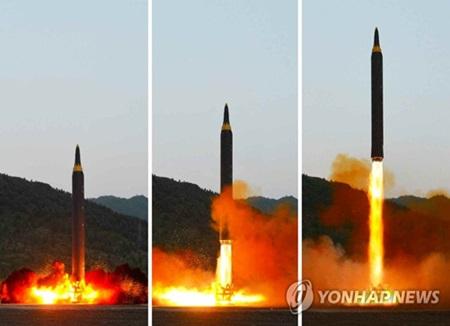 """北韩考虑用""""火星12型""""导弹包围射击美国关岛"""