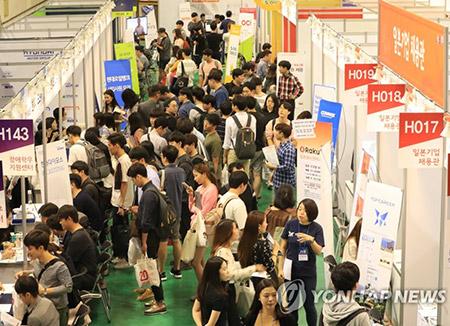 انخفاض نسبة مشاركة الشباب في القوى العاملة في كوريا الجنوبية
