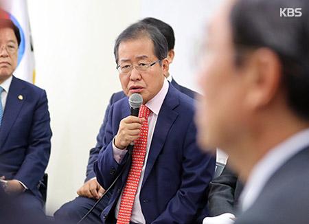 """홍준표 """"박 전 대통령 1심 판결 전후 탈당문제 논의"""""""