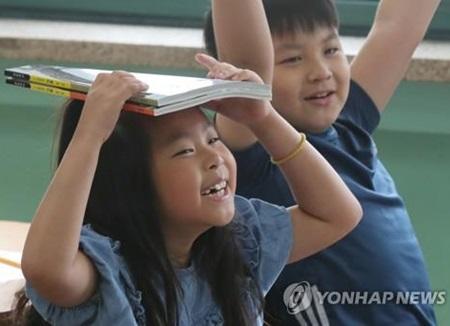 Le ministère de l'Education dévoile de nouveaux manuels scolaires