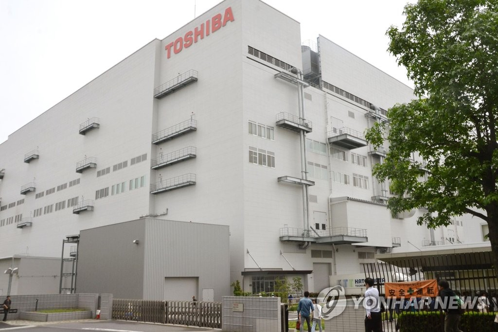 Toshiba swings again, chooses Bain group to buy chip unit