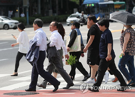 """""""여름이 다시 왔나""""…서울 31.4도, 평년보다 7도 높아"""
