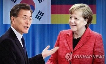 Präsident Moon gratuliert Bundeskanzlerin Merkel zum Wahlsieg