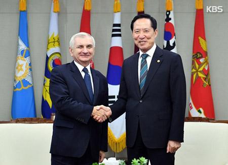 송영무 국방장관, 리드 미 상원의원 면담…북핵공조 논의