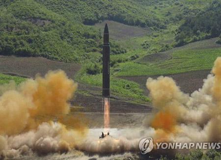 """북한 신문 """"핵무력 완성 목표 달성 똑똑히 보게 될 것"""""""