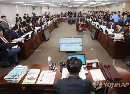 문재인 정부 첫 국정감사 개막…여야, '적폐' vs '신적폐' 충돌