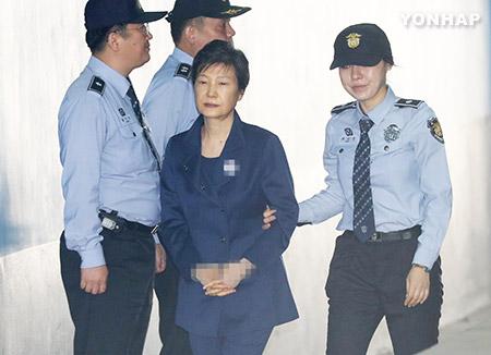 L'ex-présidente Park Geun-hye va rester en détention