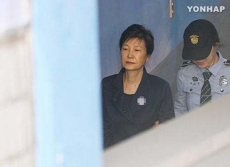 Суд продлил срок содержания под стражей бывшего президента РК Пак Кын Хе