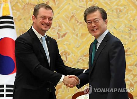 Präsident Moon hofft auf Nordkoreas Teilnahme an Olympischen Spielen in PyeongChang