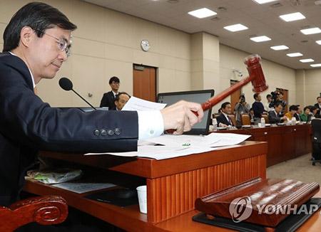 Parliamentary Committee Passes E-Cigarette Tax Hike
