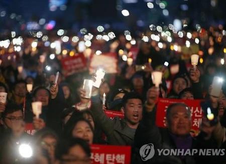 الذكرى الأولى من مسيرة الشموع في ميدان كوانغ ها مون