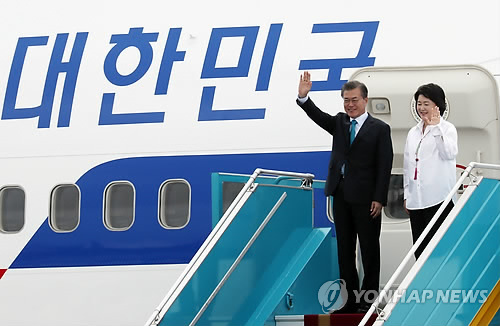 Pres. Moon Begins APEC-Related Schedule in Vietnam