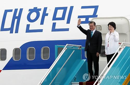 Pres. Moon Begins APEC-Related Schedule in Vietnam