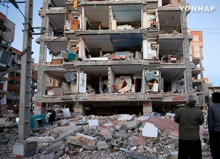 """이란 국영방송 """"지진 사망자 200여명, 부상 1천600여명"""""""