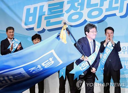 刘承旼议员当选正党代表