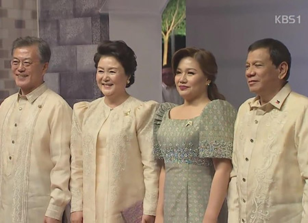 الرئيس الكوري مون جيه إين يشارك في قمة آسيان زائد ثلاثة في مانيلا