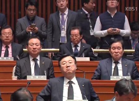 한국당, 친박 반격 시작?…바른정당, 13일 대표 선출