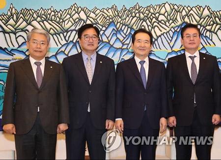 정의장·여야 3당 원내대표 회동…예산안 처리 논의