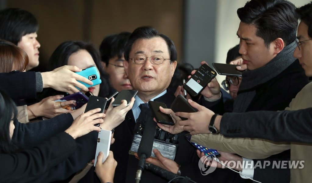Former Spy Agency Chief Lee Byung-kee Appears for Questioning