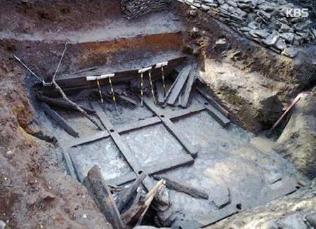 천안 위례성서 백제 최대 목곽고 발견…길이 5.5m 정사각형