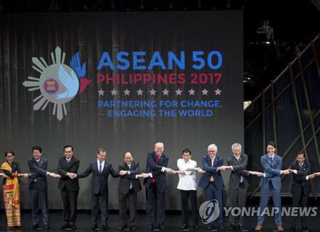الرئيس الكوري يحضر قمة آسيان زائد 3 وقمة شرق آسيا